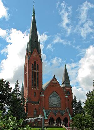 Kesäinen kuva Mikaelikirkosta